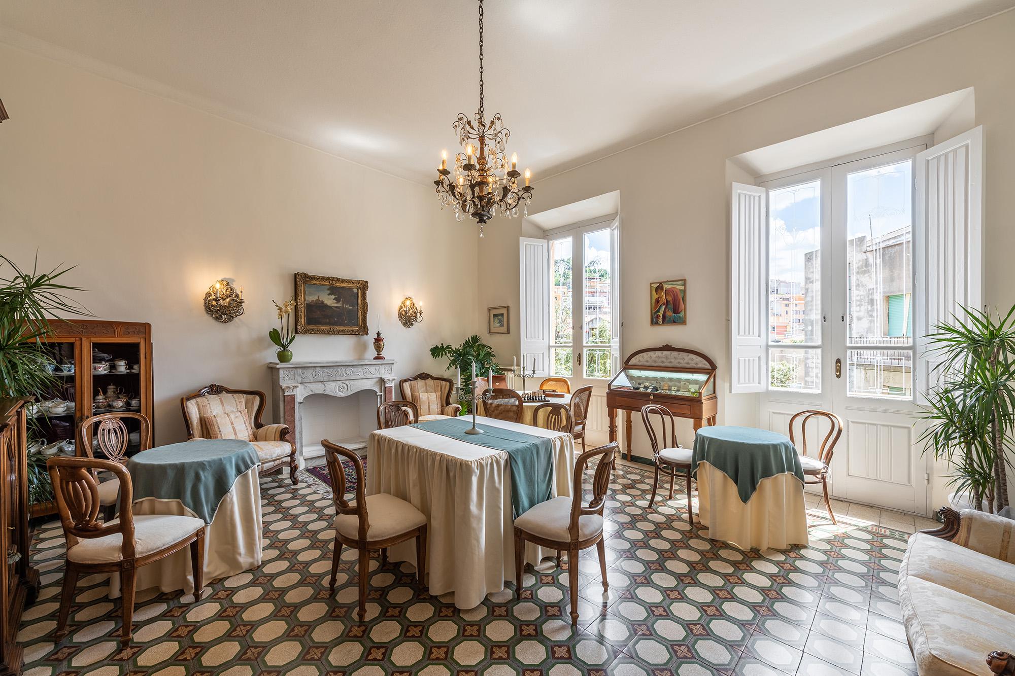 sala arredata colazioni - palazzo santa caterina dorgali