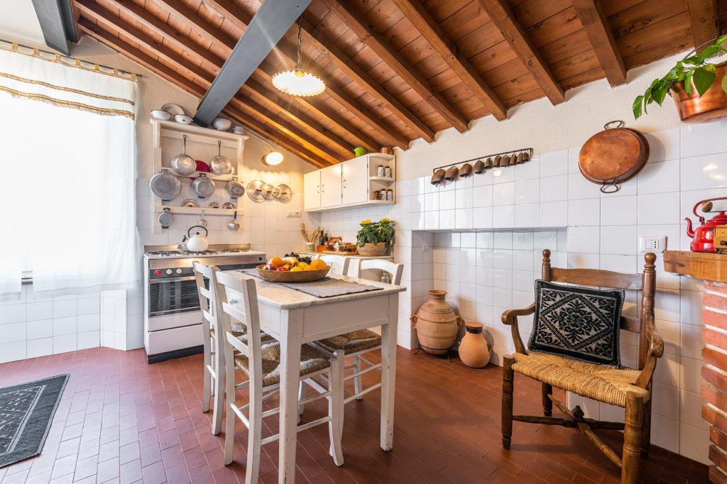 cucina piano superiore - mezzanino - palazzo santa caterina dorgali